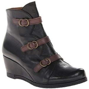 ERIC MICHAEL LENA BLACK LEATHER WEDGE ANKLE BOOTS